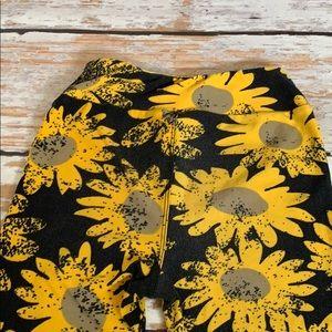 LuLaRoe Bottoms - Kids LulaRoe Sunflower 🌻 leggings size L/XL